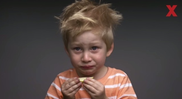 Как маленькие дети реагируют на незнакомые вкусы (1 фото + 1 видео)