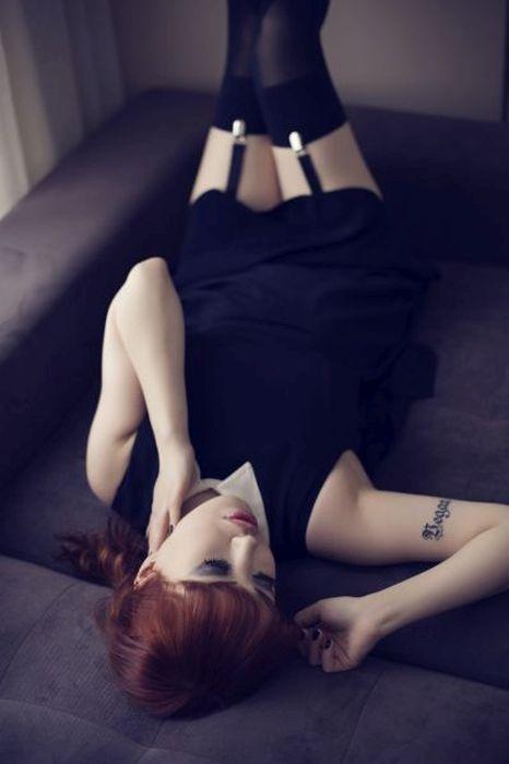 В Турции стюардесса лишилась работы из-за фотосессии для готического журнала (46 фото)