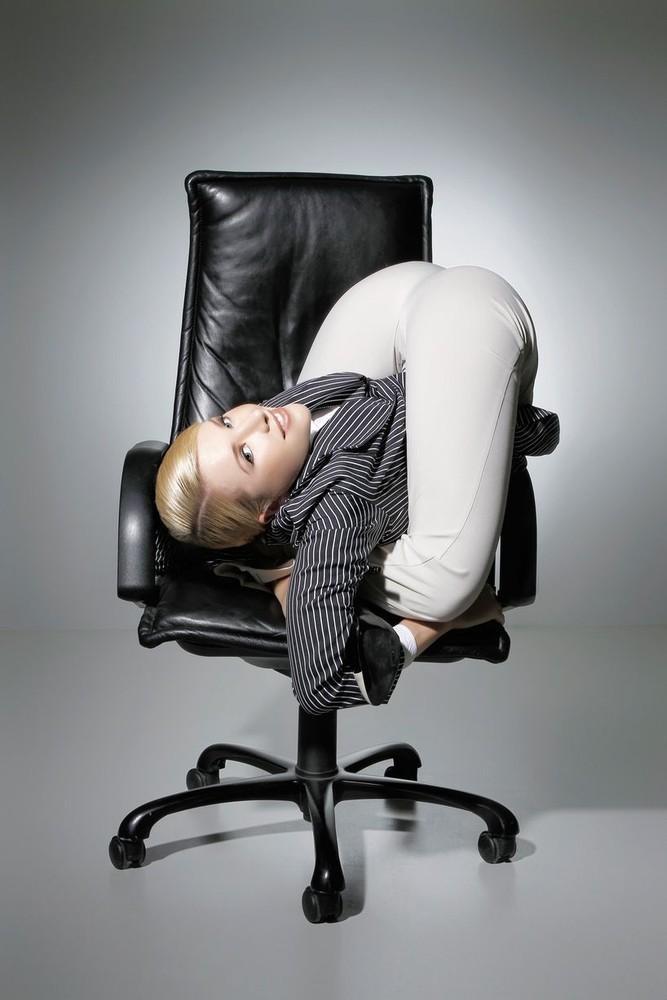 Требуется секретарь… Должен быть гибким (13 фото)