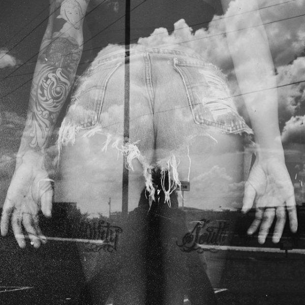 Незнакомка в окне напротив (20 фото)
