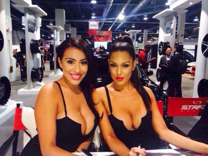 Девчонки с впечатляющей грудью (20 фото)