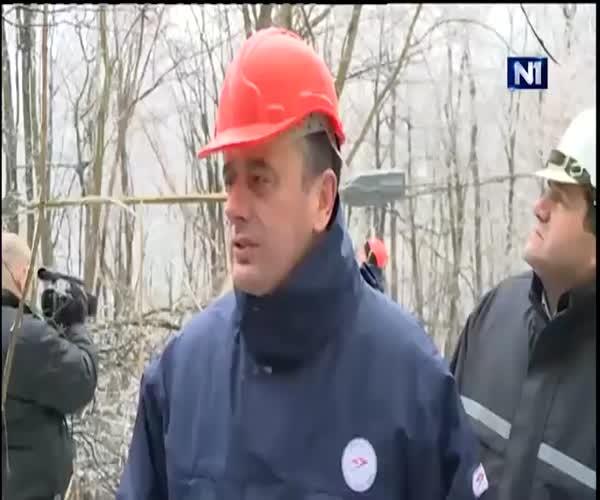 Каска спасла жизнь министру энергетики Сербии Александру Античу (1 фото + 1 видео)