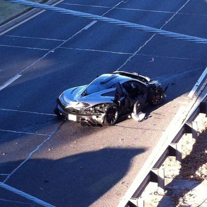 McLaren P1, приобретенный за сумму более 1 000 000 долларов, разбили на следующий день после покупки (6 фото)