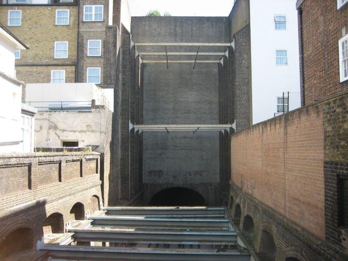 Поддельные дома в Лондоне (5 фото)