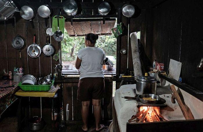 Как производят презервативы в лесах Бразилии (19 фото)