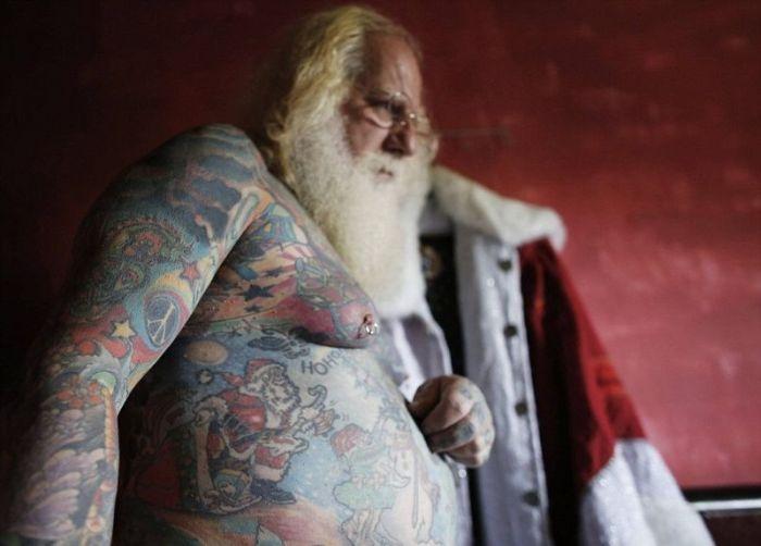 Бразилия: самый татуированный Санта-Клаус в мире (10 фото)