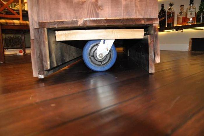 Шкаф с большим секретом (8 фото)