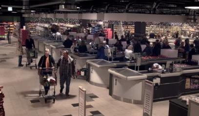 Новогодний флешмоб в супермаркете (1 видео)