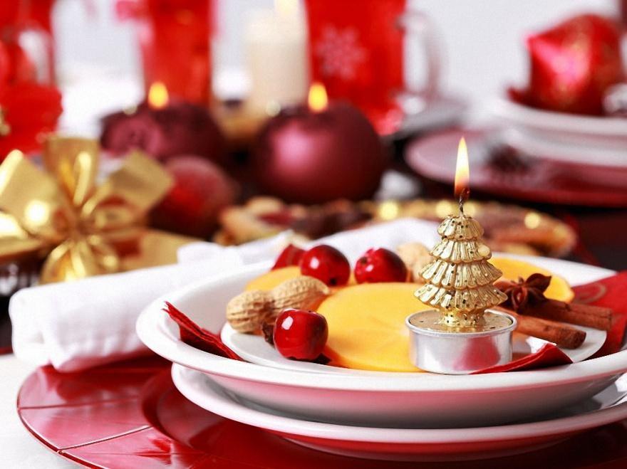 10 идей праздничного украшения стола (11 фото)