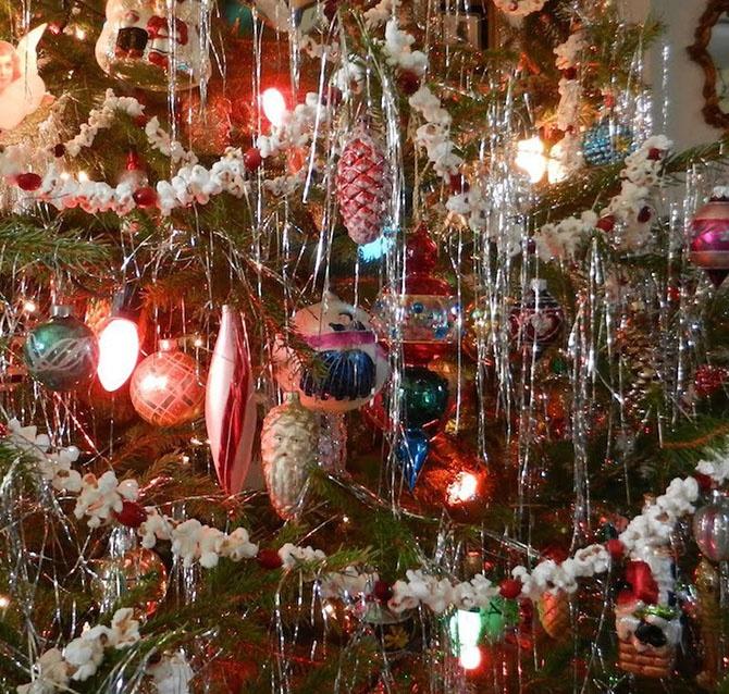 Чем украшали елки 20 лет назад (9 фото)