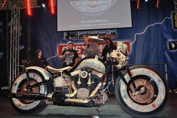 Польша: уникальный мотоцикл Recidivist от мастерской Game Over Cycles (27 фото)