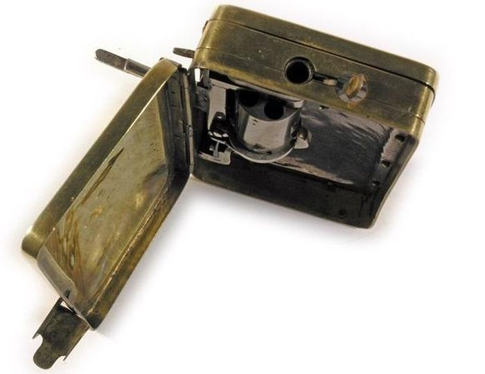Кошелек с потайным компактным револьвером (10 фото)