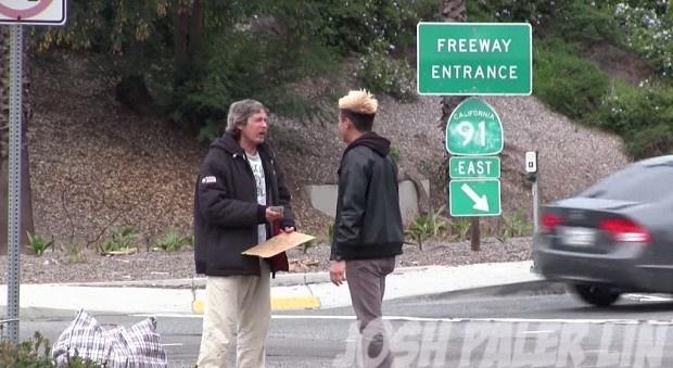 Что будет если дать бездомному 100 долларов (1 фото + 1 видео)