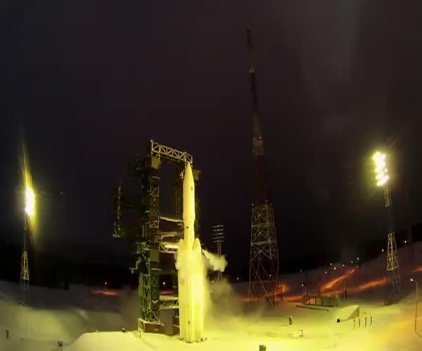 Запуск тяжелого ракета-носителя «Ангара-А5» (1 фото + 1 видео)