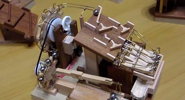 Невероятно сложные механизмы, работа которых завораживает (1 фото + 1 видео)