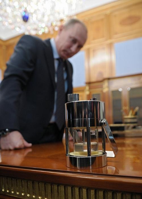 Что дарят Путину бизнесмены и политики (15 фото)