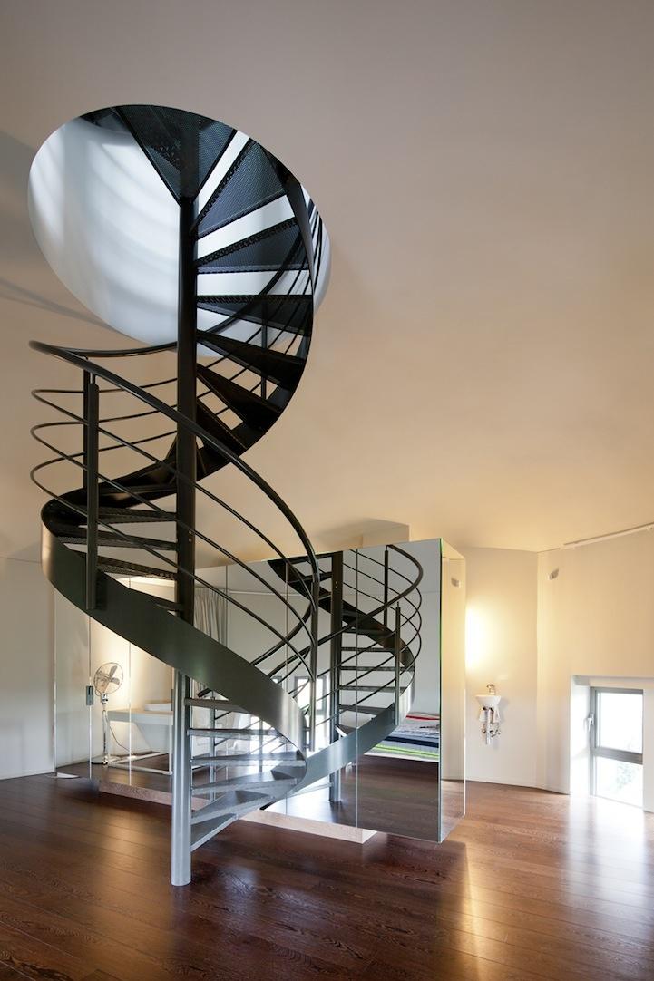 Водонапорная башня, превращенная в жилой дом (13 фото)