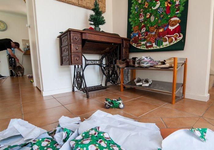 Разрушенная надежда в Рождество (2 фото)