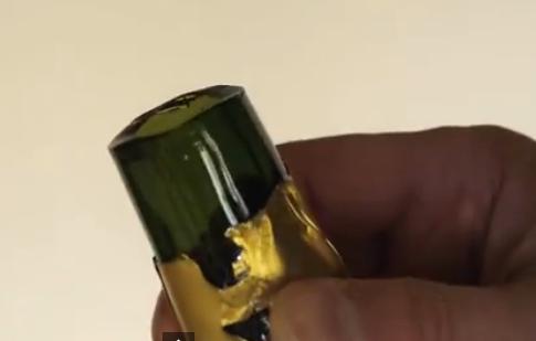 Как эффектно открыть бутылку шампанского (1 фото + 1 видео)