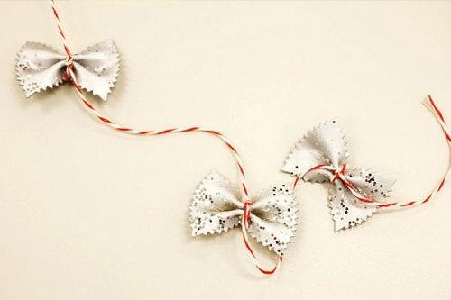 Новогодние ёлки и декорации своими руками (21 фото)