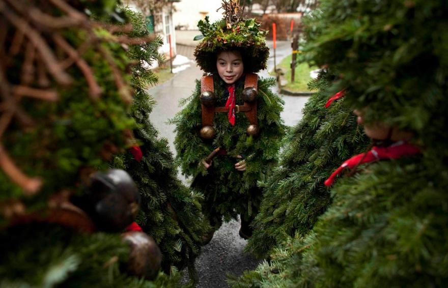 Новогодние традиции разных стран (9 фото)