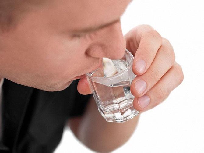 10 признаков того, что вы пьете слишком много (11 фото)