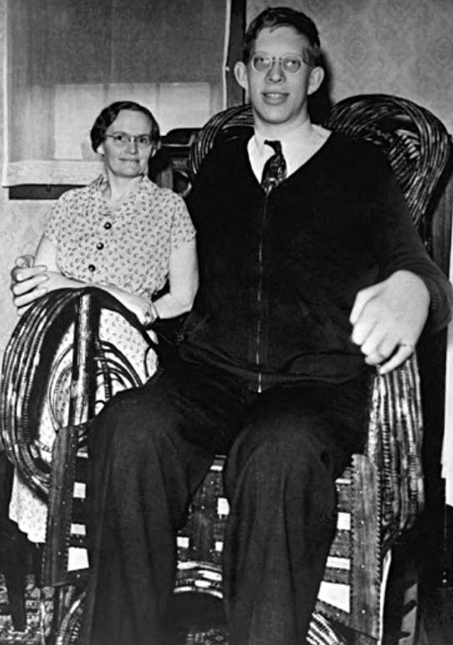 Роберт Уодлоу – самый высокий человек в истории (4 фото)