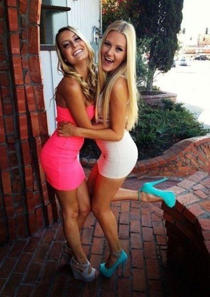 Девушки с прекрасными формами в обтягивающих платьях (54 фото)