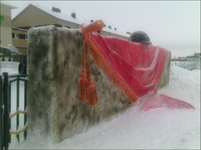 Татарстан: яркие цветные скульптуры из снега (25 фото)