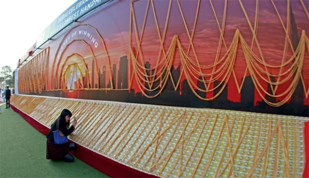 В Дубае изготовили золотую цепочку длиной более 5 километров (1 фото)