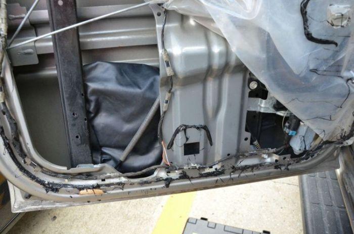 Неожиданный сюрприз в двери подержанного автомобиля (16 фото)