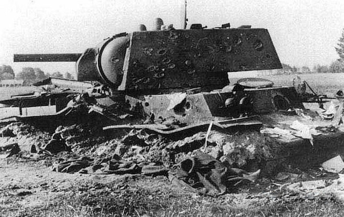 Подвиг экипажа тяжелого советского танка КВ-1 под литовским городом Расейняй (3 фото)