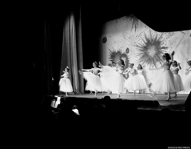 Краткая, но потрясающая фотоистория бурлеска в 1950-х годах (26 фото)