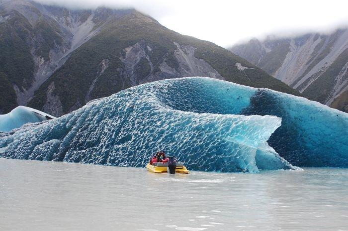 Антарктида: обнаружен перевернутый айсберг в проливе Дрейка (4 фото)