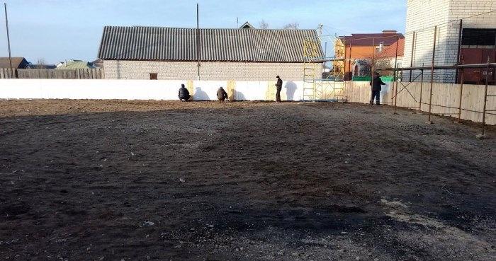 Настоящая хоккейная площадка, построенная непрофессионалами (42 фото)