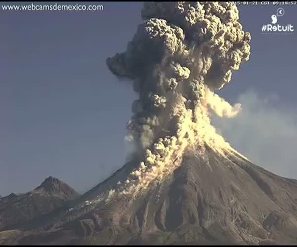 Редкое видео начала извержения вулкана