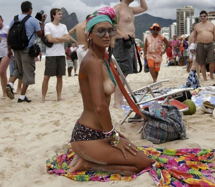 Красивый протест девушек в Бразилии (36 фото)