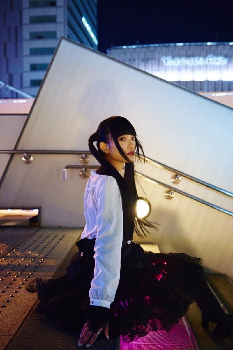 Девушка с подсветкой (13 фото)