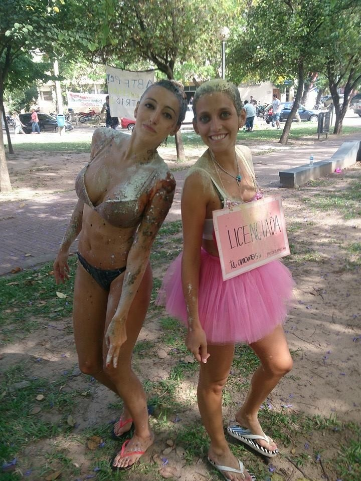 Как поздравляют выпускниц в Аргентине (18 фото)