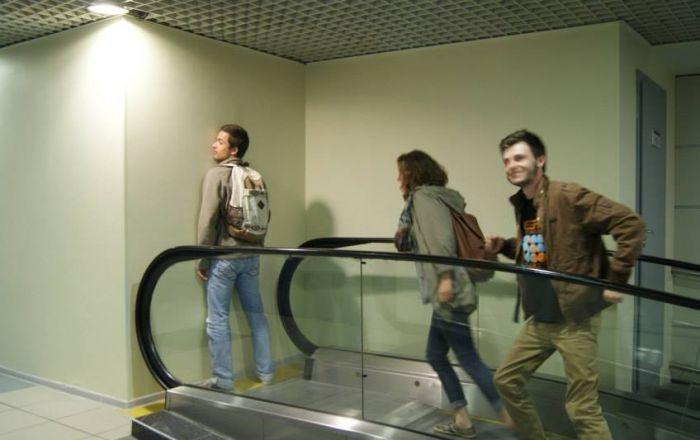 Необычный экскалатор в аэропорту (5 фото)