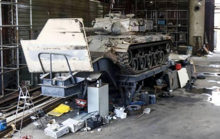 В городском квартале бразильская полиция нашла танки (3 фото)