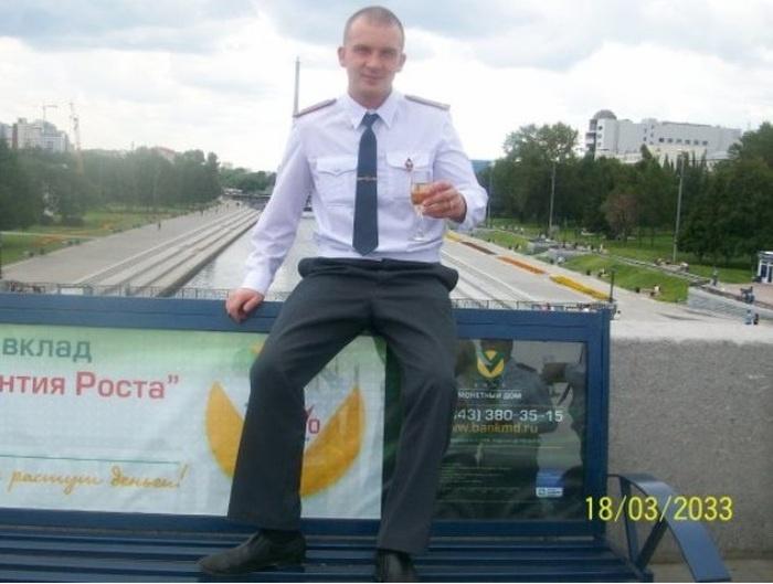 Соцсети довели полицейского до отставки (6 фото)