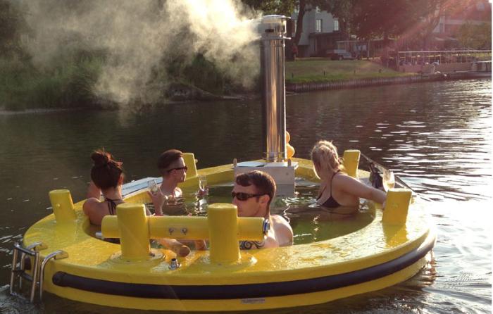 Джакузи вместо лодки (5 фото)