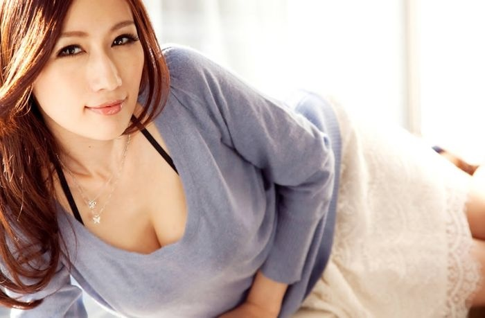 В Китае одна из компаний хочет наградить лучшего сотрудника ночью с порноактрисой (22 фото)