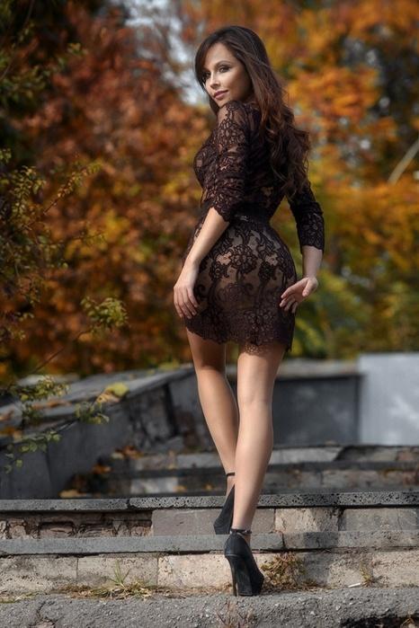 Подборка девушек в легких платьицах (47 фото)