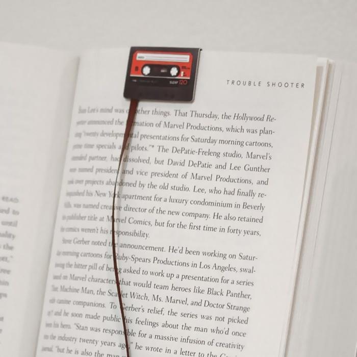 Прикольные книжные закладки (26 фото)
