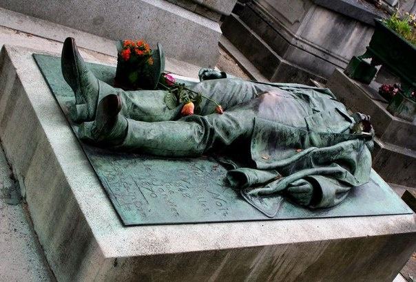 Подборка необычных надгробий (20 фото)
