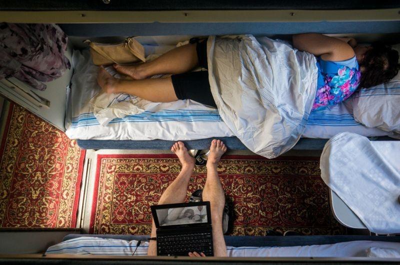 Фото голых девушек в плацкарте ночью 81651 фотография
