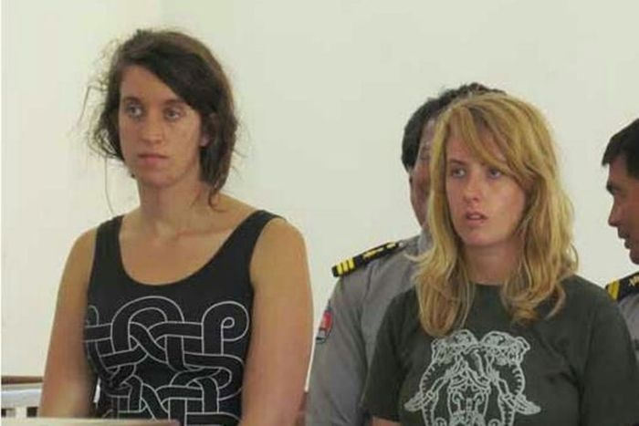 Депортация за попытку обнаженной фотосессии (11 фото)
