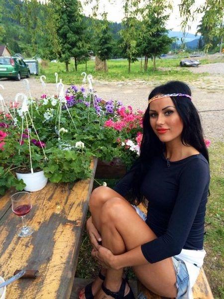 Проституция в румынском шоу-бизнесе (21 фото)